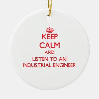 Guarde la calma y escuche un ingeniero industrial ornaments para arbol de navidad