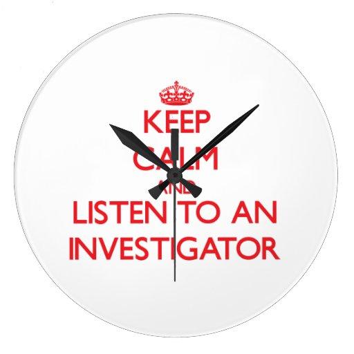 Guarde la calma y escuche un investigador relojes de pared