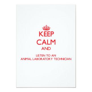 Guarde la calma y escuche un laboratorio animal invitación 12,7 x 17,8 cm