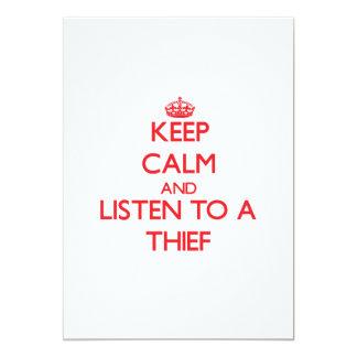 Guarde la calma y escuche un ladrón invitacion personalizada