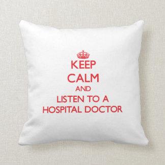 Guarde la calma y escuche un médico de hospital almohadas