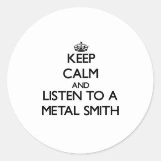 Guarde la calma y escuche un metal Smith Pegatina Redonda