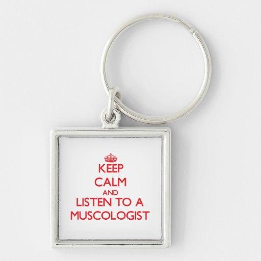 Guarde la calma y escuche un Muscologist Llavero Cuadrado Plateado