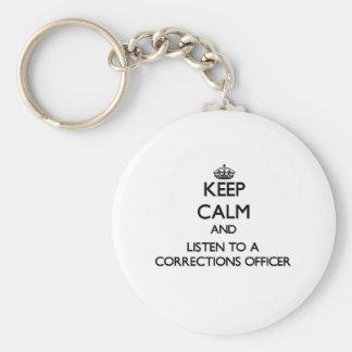 Guarde la calma y escuche un oficial de llavero redondo tipo pin