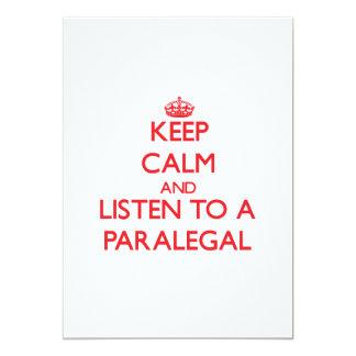 """Guarde la calma y escuche un Paralegal Invitación 5"""" X 7"""""""