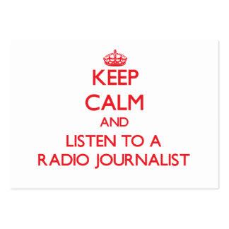 Guarde la calma y escuche un periodista de radio tarjeta de visita