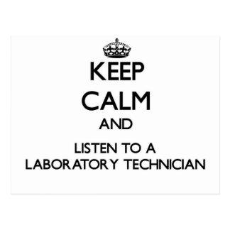 Guarde la calma y escuche un técnico de laboratori postales