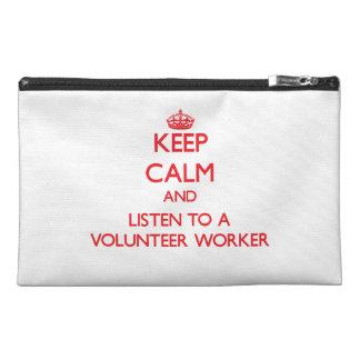 Guarde la calma y escuche un trabajador voluntario
