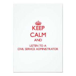 Guarde la calma y escuche una función pública invitación 12,7 x 17,8 cm