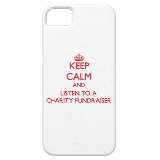 Guarde la calma y escuche una recaudador de fondos iPhone 5 protectores