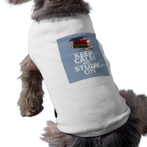Guarde la calma y estudie en el estímulo único de  playera sin mangas para perro