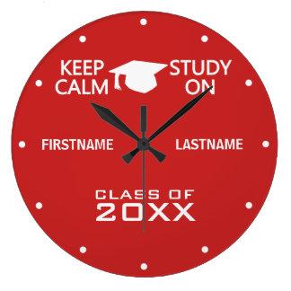 Guarde la calma y estudie en el reloj de pared de