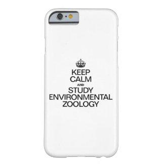 GUARDE LA CALMA Y ESTUDIE LA ZOOLOGÍA AMBIENTAL FUNDA BARELY THERE iPhone 6