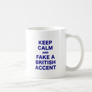 Guarde la calma y falsifique un acento británico taza de café