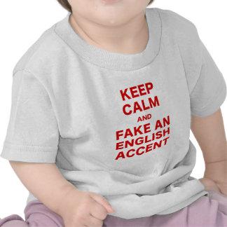 Guarde la calma y falsifique un acento inglés camiseta