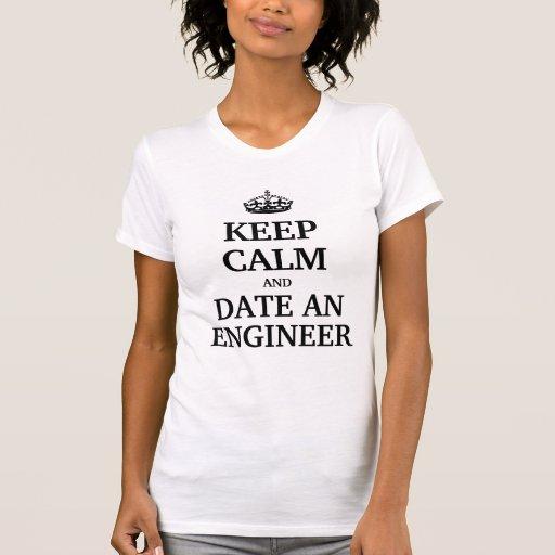 Guarde la calma y feche a un ingeniero camiseta