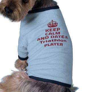Guarde la calma y feche a un jugador del Triathlon Camiseta De Perro