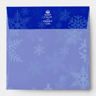 Guarde la calma y feliz en la decoración azul sobre