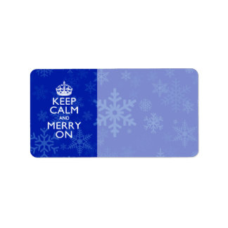 Guarde la calma y feliz en los copos de nieve etiquetas de dirección