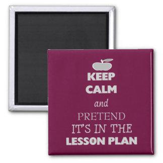 Guarde la calma y fínjala está en el plan de lecci imán para frigorífico