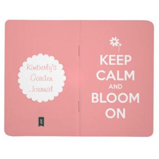 Guarde la calma y florezca en el diario cuaderno