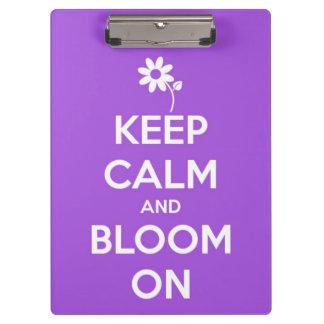 Guarde la calma y florezca en la púrpura personali