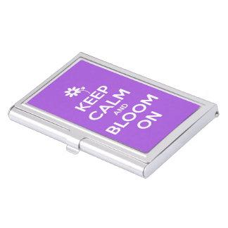Guarde la calma y florezca en púrpura caja de tarjetas de presentación