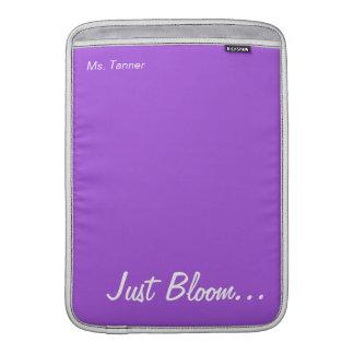 Guarde la calma y florezca en púrpura funda macbook air