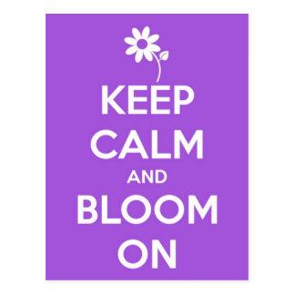 Guarde la calma y florezca en púrpura tarjetas postales