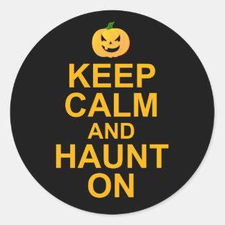 Guarde la calma y frecuente encendido, Halloween Pegatinas Redondas