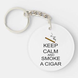 Guarde la calma y fume un cigarro llaveros