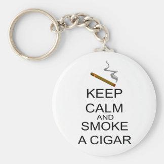 Guarde la calma y fume un cigarro llavero personalizado