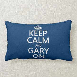 Guarde la calma y Gary en (cualquier color de fond Cojin
