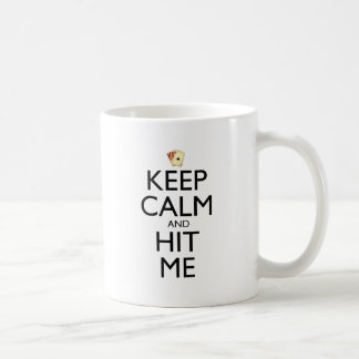 Guarde la calma y golpéeme taza básica blanca
