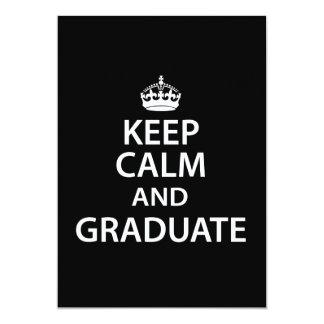 """Guarde la calma y gradúe la graduación divertida invitación 5"""" x 7"""""""
