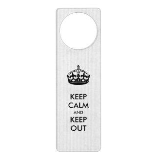 Guarde la calma y guarde hacia fuera la suspensión colgante para puerta