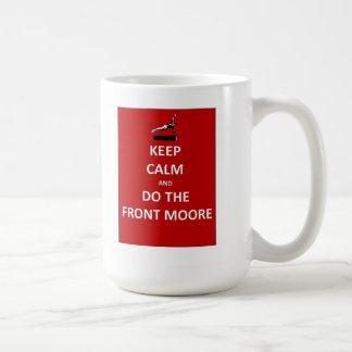 Guarde la calma y haga al Moore delantero Taza