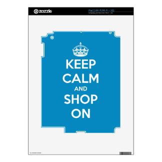 Guarde la calma y haga compras azul brillante calcomanía para el iPad 2