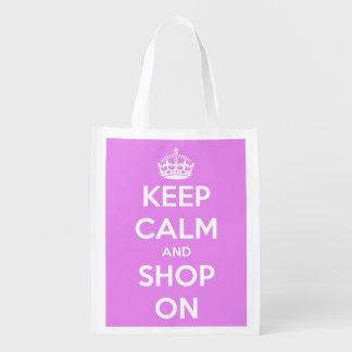 Guarde la calma y haga compras en el rosa y el bolsa reutilizable