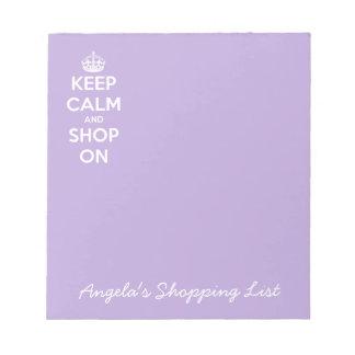 Guarde la calma y haga compras en la lavanda bloc de notas