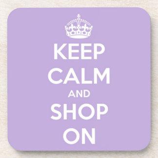 Guarde la calma y haga compras en la lavanda posavasos de bebida
