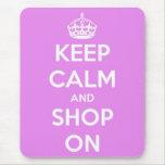 Guarde la calma y haga compras en rosa alfombrillas de raton