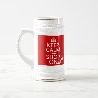 Guarde la calma y haga compras encendido - todos jarra de cerveza