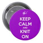 Guarde la calma y haga punto en el botón de Fuschi Pin