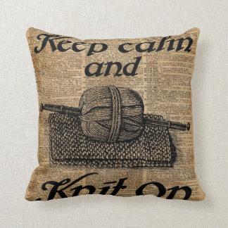 Guarde la calma y haga punto encendido cojín