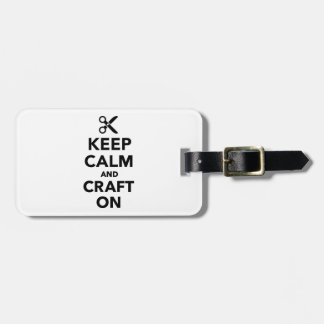 Guarde la calma y hágala a mano encendido etiqueta para equipaje