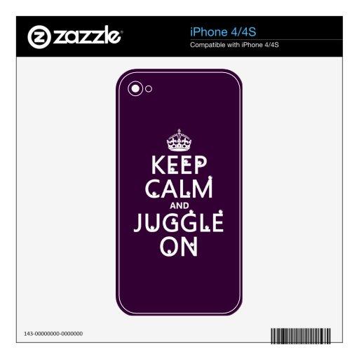Guarde la calma y hágala juegos malabares en (en c skin para el iPhone 4S