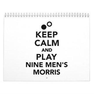 Guarde la calma y juegue los nueve morris de los calendario de pared