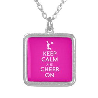 Guarde la calma y la alegría encendido rosa de la colgantes personalizados