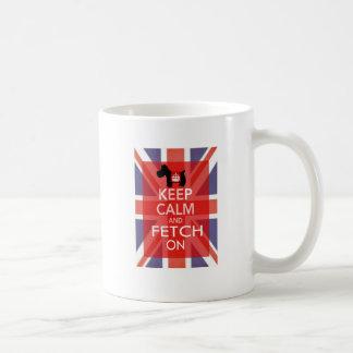 Guarde la calma y la búsqueda encendido taza de café